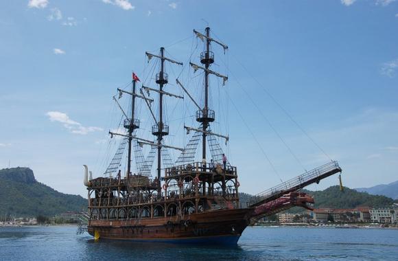 Прогулка на пиратской яхте